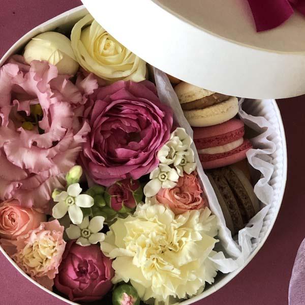 Цветы и макаруны S (⌀17 см), №0107