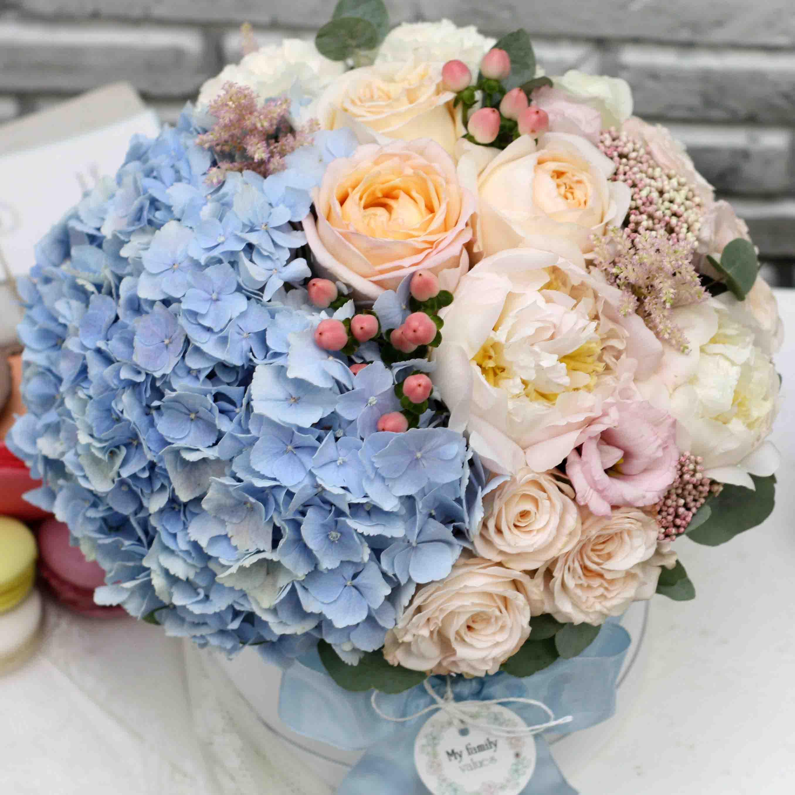 Цветы в коробке М (⌀20 см), №0588