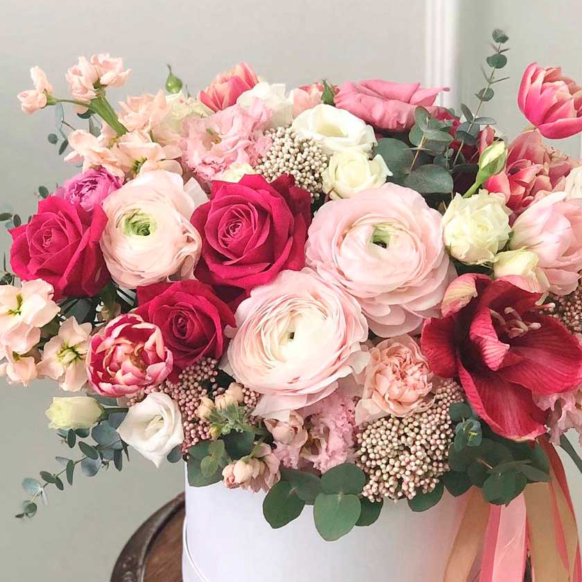 """Цветы в коробке М """"Первый поцелуй"""" №0990"""