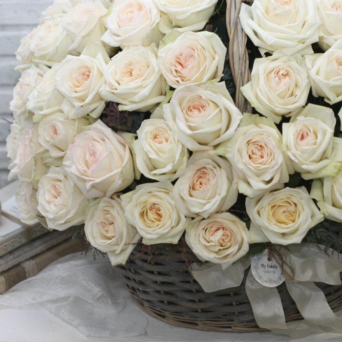 Корзина с розами Вайт Охара №2006