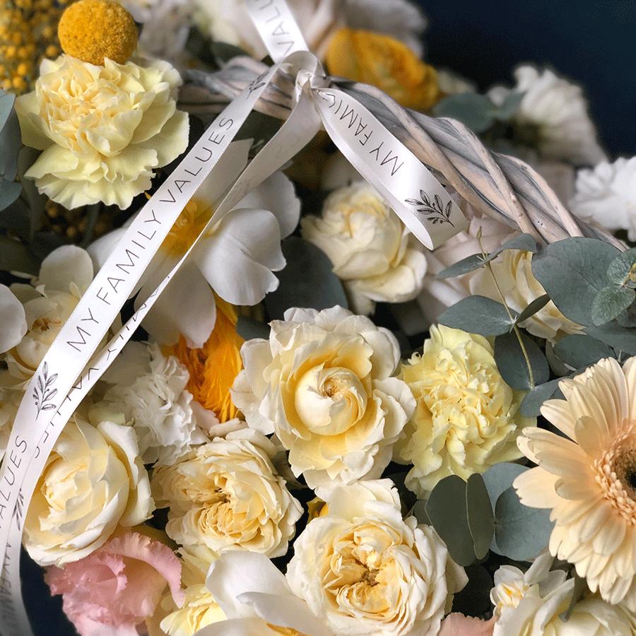"""Цветы в корзине  """"Весна в городе"""" №0570"""