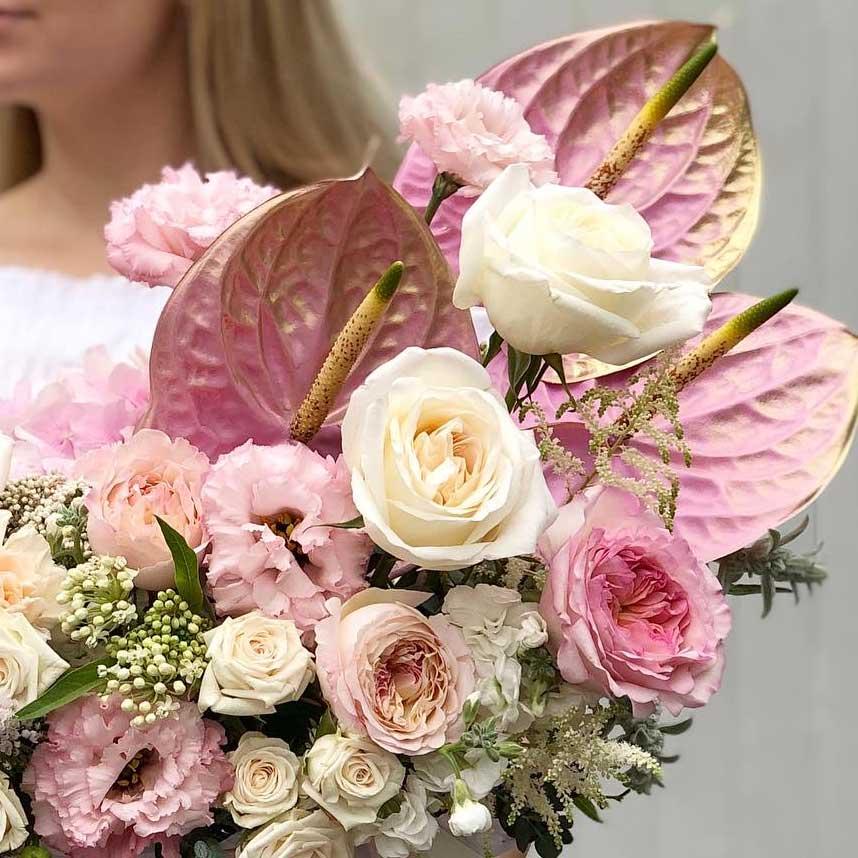 Цветы в коробке М с антуриумом №0905