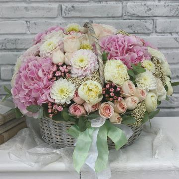 Корзина с цветами №2005