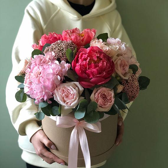 """Цветы в коробке L """"Клубничный капкейк"""" №0568"""