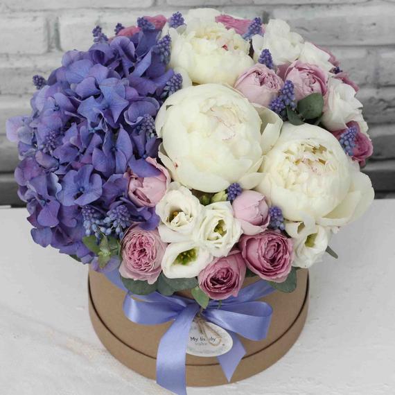 """Цветы в коробке М """"Черничный капкейк"""" №0589"""