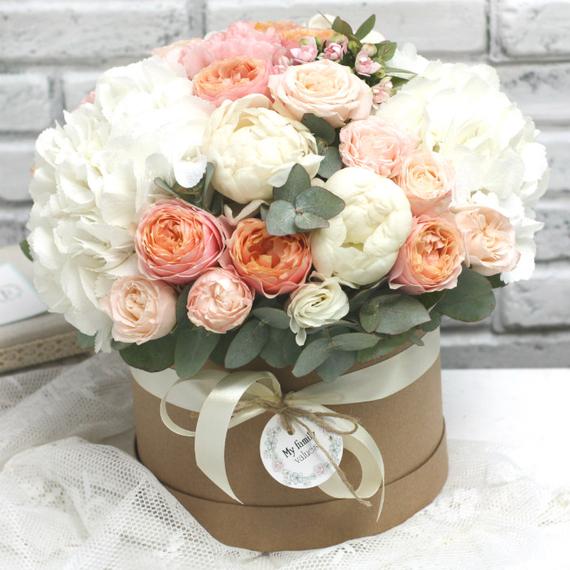 """Цветы в коробке М """"Персик со сливками"""" №0595"""