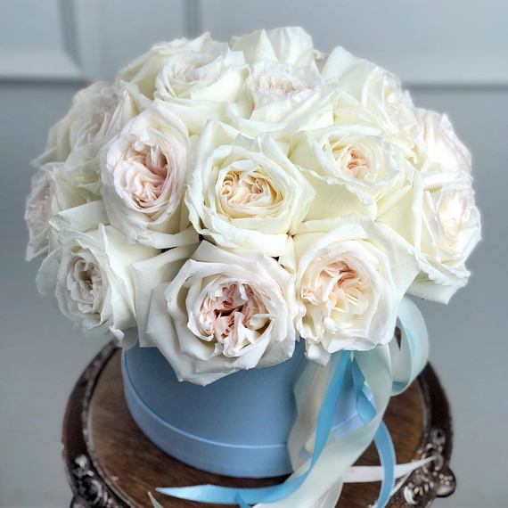 Ароматные розы Вайт Охара в коробке М №0894