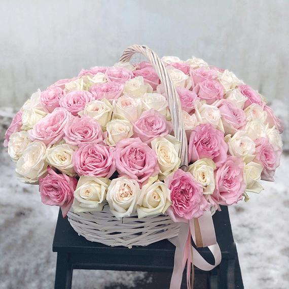 Ароматные розы Вайт Охара и Пинк Охара в корзине №0982