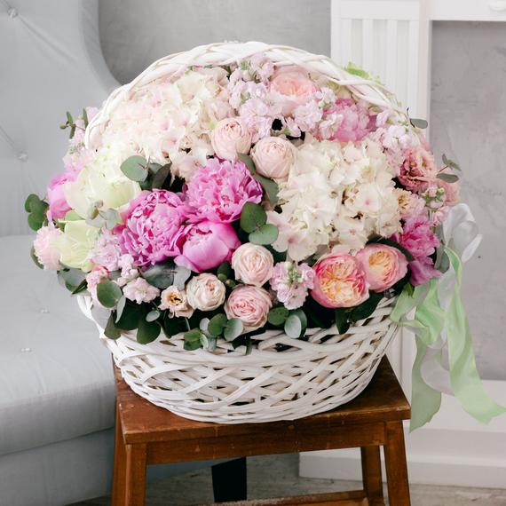 Корзина с цветами №2008