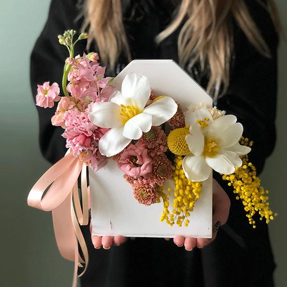 Цветы в деревянном конверте №0649